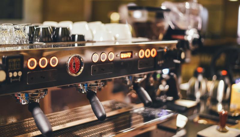 Cómo elegir una cafetera industrial para tu restaurante o cafetería.