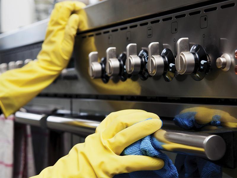 ¿Qué tipo de mantenimiento requiere una cocina industrial?